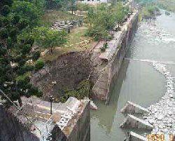 آثار زلزله بر دیوارهای حائل