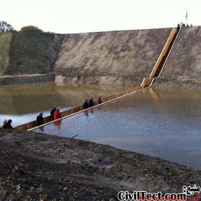 پلی پایین تر از آب